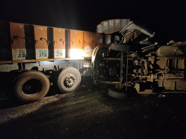 Andhra-pradesh-13-people-killed-4-injured-in-a-collision-between-a-bus-and-a-truck-near-madarpur