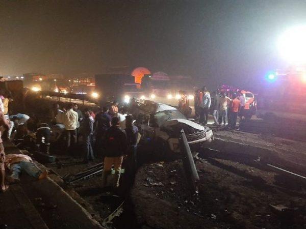 major-accident-on-mumbai-pune-expressway many-vehicles-four-died-